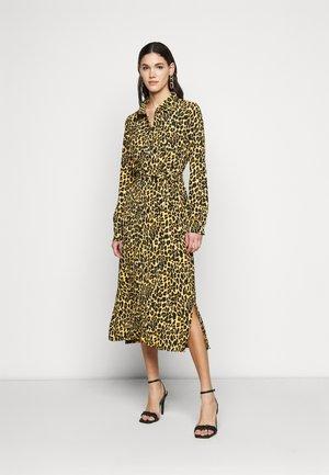 PCLESLIE DRESS - Shirt dress - buttercup