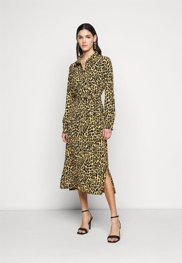 PCLESLIE DRESS - Korte jurk - buttercup
