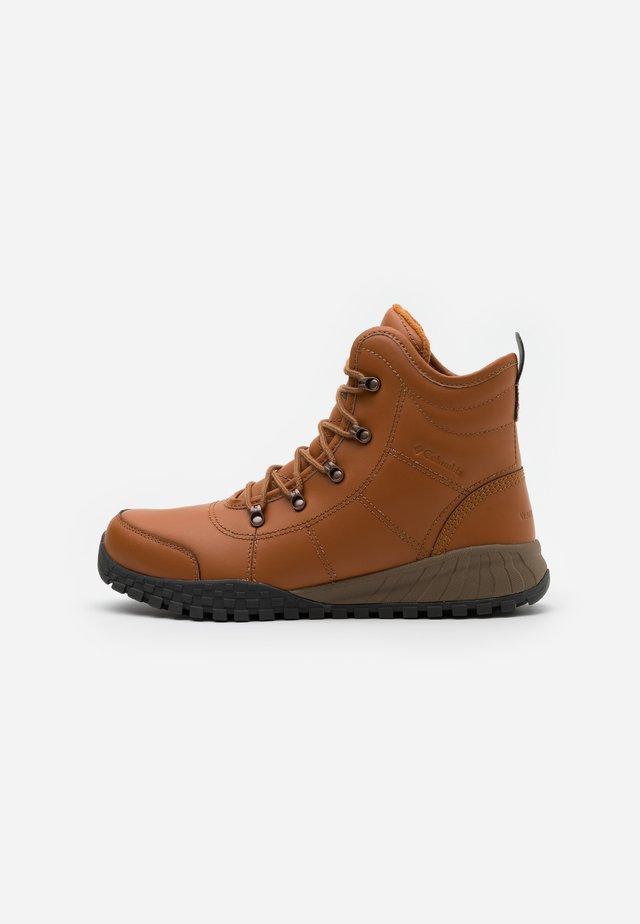 FAIRBANKSROVER - Zimní obuv - caramel/saddle