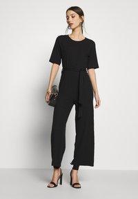 Even&Odd - BASIC - Ribbed short sleeves belted jumpsuit - Jumpsuit - black - 1
