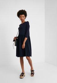 WEEKEND MaxMara - MINCIO - Strikket kjole - ultramarine - 1