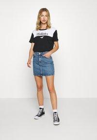 Hollister Co. - SPORTY - Print T-shirt - black/white - 1