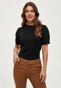 Minus - JOHANNA  - Basic T-shirt - black - 0