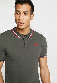 HARRINGTON - Polo shirt - kaki - 4