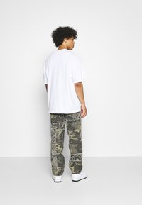 Jaded London - PATCHWORK FRAYED SKATE  - Jeans baggy - khaki - 2