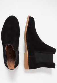Selected Homme - SLHROYCE CHELSEA BOOT - Classic ankle boots - black - 1