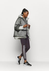 adidas Performance - URBAN COLD RDY OUTDOOR JACKET 2 IN 1 - Bunda z prachového peří - grey