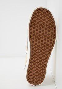Vans - CLASSIC - Slip-ons - beige/yellow/white - 4