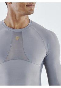 Skins - Sports shirt - mid grey - 5