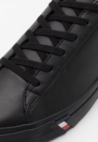 Tommy Hilfiger - CORPORATE  - Sneakersy niskie - black - 5