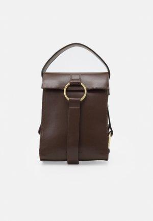 THE MINI BAG - Håndveske - brown