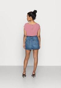 ONLY Petite - ONLROSE LIFE ASHAPE - Mini skirt - medium blue denim - 2