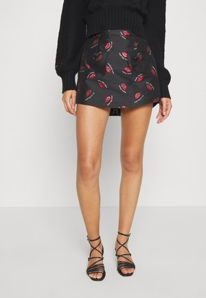 TREASURE SKORT - Shorts - black