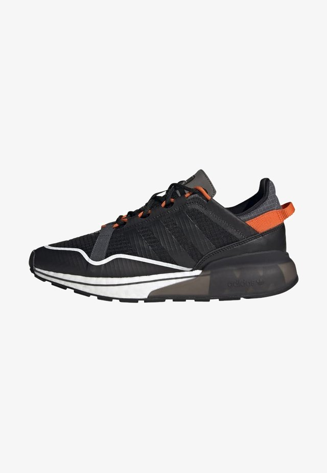 ZX 2K BOOST PURE - Sneakersy niskie - core black grey six orange