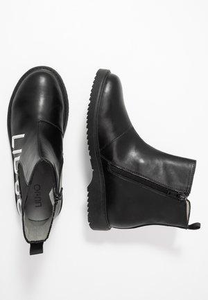 PAT BEATLES - Kotníkové boty - black