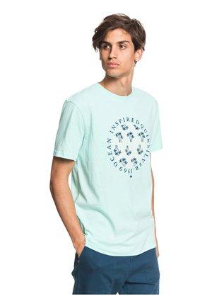 BLOWING SMOKE  - Print T-shirt - beach glass