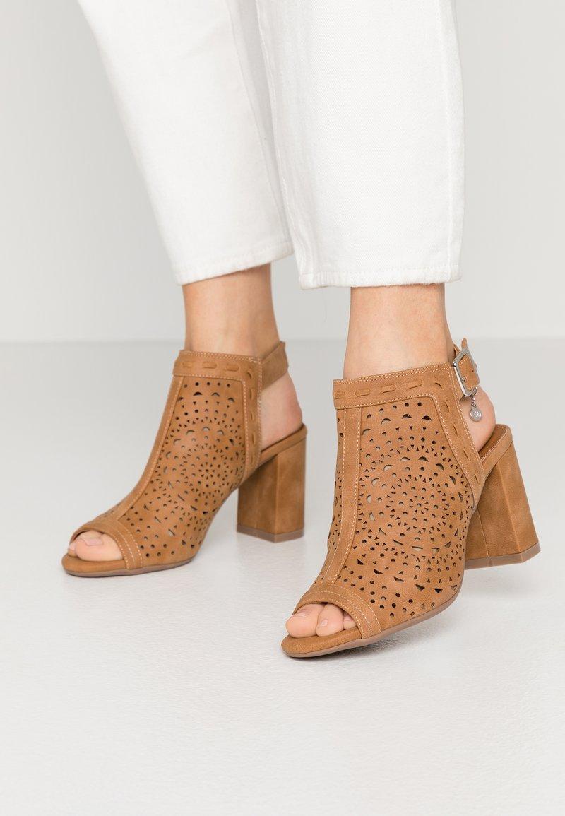 XTI - High heeled sandals - camel
