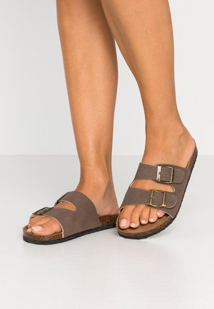 REX DOUBLE BUCKLE SLIDE - Kapcie - brown