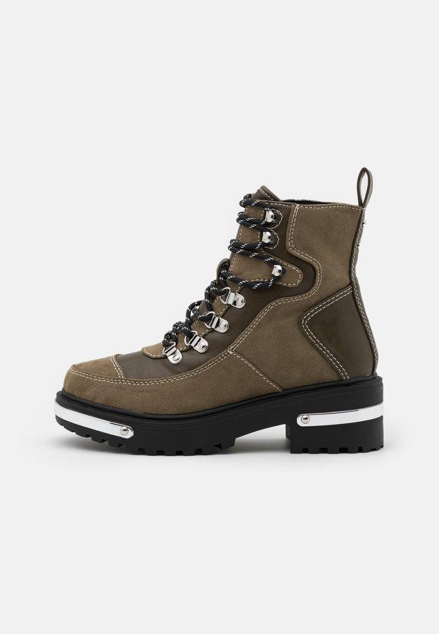 Šněrovací kotníkové boty - khaki dark