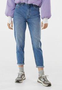 Bershka - MOM FIT JEANS - Jeans baggy - dark blue - 0