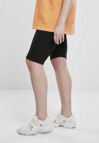 Urban Classics - Shorts - light grey - 2