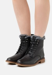 Clarks - CLARKDALE LACE - Lace-up ankle boots - black - 0