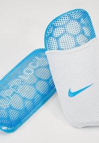 Nike Performance - MERCURIAL FLYLITE SUPERLOCK UNISEX - Shin pads - blue hero/white/obsidian - 5