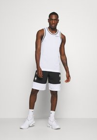 Nike Performance - SHORT - Träningsshorts - black - 1