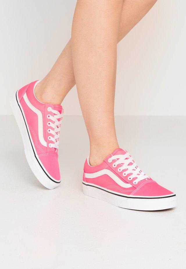 OLD SKOOL - Sneakers basse - knockout pink/true white