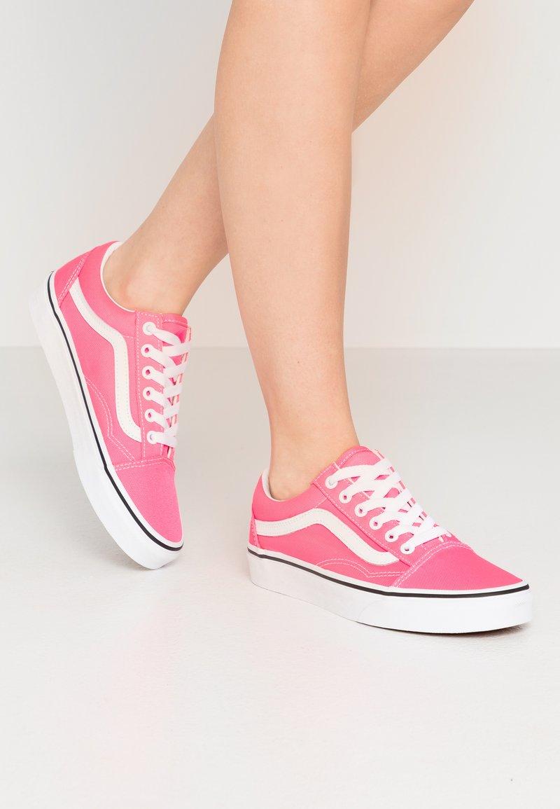Vans - OLD SKOOL - Trainers - knockout pink/true white
