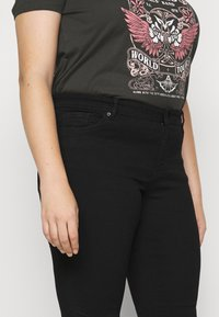 Vero Moda Curve - VMTANYA PIPING - Jeans Skinny Fit - black - 3