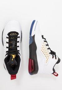 Jordan - MAXIN 200 - Basketbalové boty - white/dark sulfur/black/deep royal blue/gym red - 1