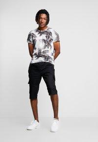 Piazza Italia - MALTU - T-shirt z nadrukiem - white - 1