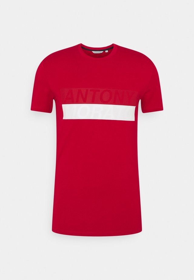 SLIM FIT - Camiseta estampada - peperoncino
