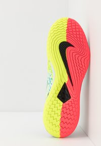 Nike Performance - AIR ZOOM VAPOR CAGE 4 - Buty tenisowe uniwersalne - white/solar red/hot lime/neo turquoise - 4