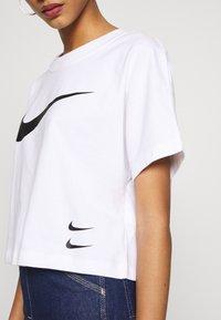 Nike Sportswear - T-shirt z nadrukiem - white/black - 4