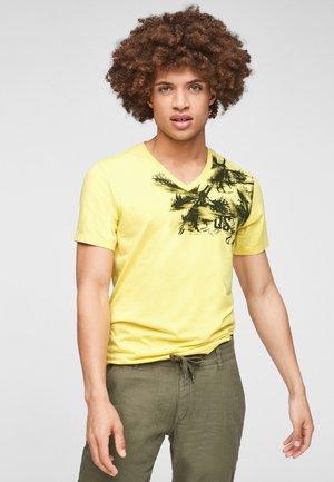 ÉTROIT - Print T-shirt - citrus yellow