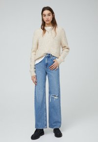 PULL&BEAR - MIT HOHEM BUND - Flared jeans - blue-grey - 1