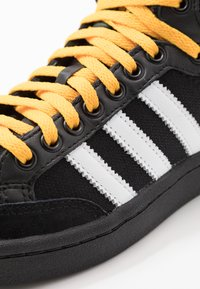 adidas Originals - AMERICANA - Korkeavartiset tennarit - core black/collegiate green/active gold - 6