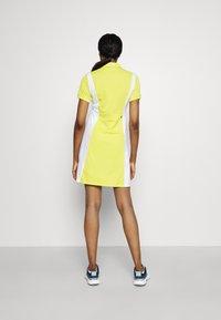 Peak Performance - ALTA BLOCK DRESS SET - Sports dress - citrine/white - 2