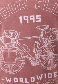 Icebreaker - TECH LITE SCOOP TOUR CLUB 1995 - T-Shirt print - suede - 2