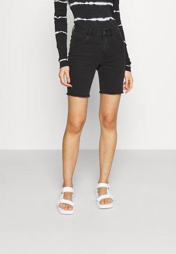 ONLSUN ANNE MID RAW HEM - Shorts di jeans - black denim