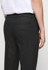 Filippa K - TERRY TROUSER - Kalhoty - dark grey - 4