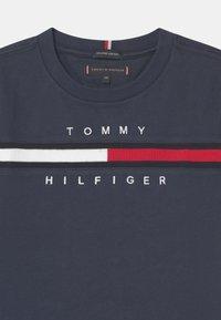Tommy Hilfiger - FLAG INSERT - Print T-shirt - twilight navy - 2