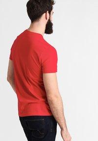 Lacoste - T-shirt basique - rouge - 2