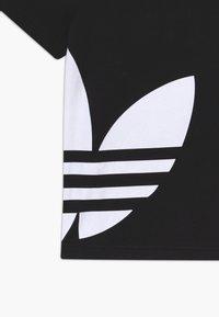 adidas Originals - BIG TREFOIL - T-shirt con stampa - black/white - 3