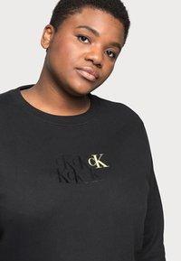 Calvin Klein Jeans Plus - MONOGRAM CREW NECK - Sweatshirt - black - 4