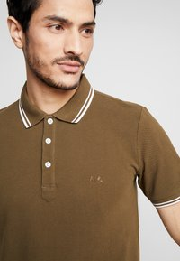 Lindbergh - CONTRAST PIPING - Polo shirt - army - 5