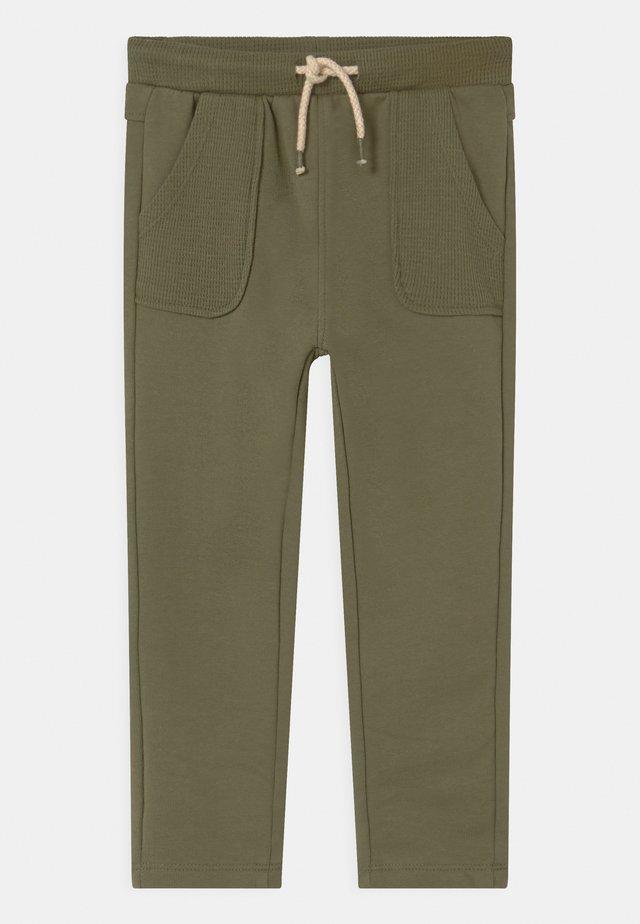 FRONT POCKETS - Pantalon classique - olivine