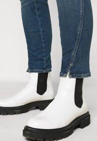Calvin Klein Jeans Plus - HIGH RISE SKINNY ANKLE - Skinny džíny - 1a4 - 3